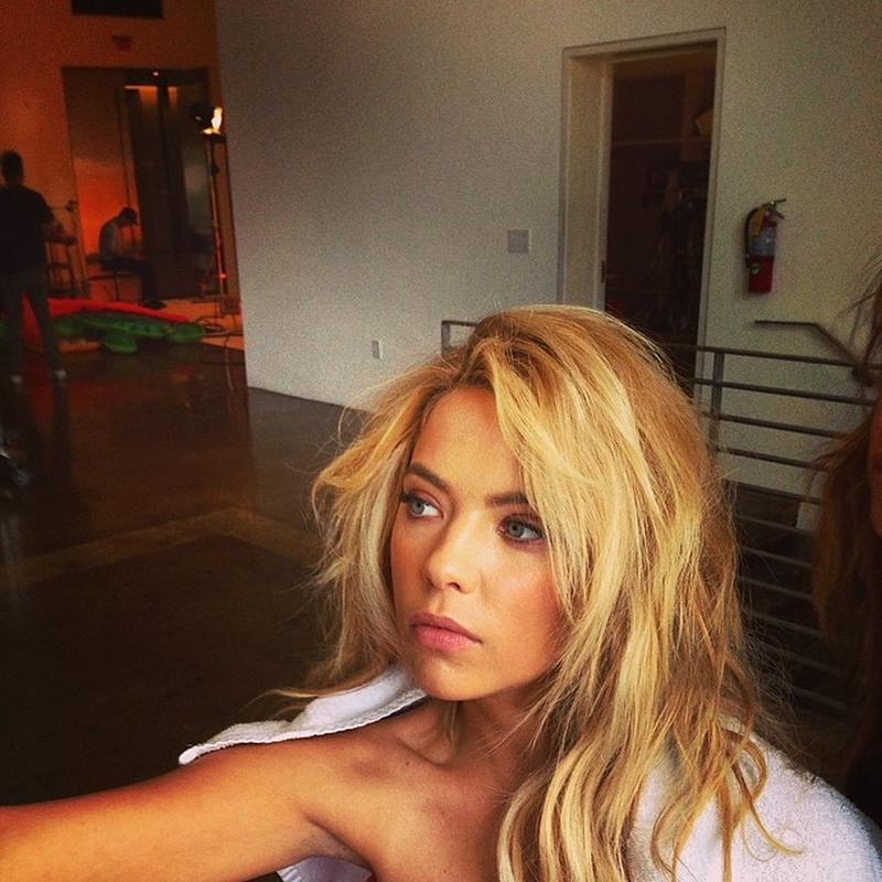 Ashley-Benson_12